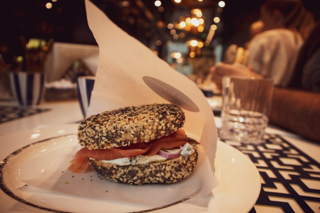 Jimmy and Joans New York bagel med lax