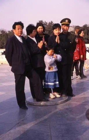 chinese-family-at-prayer_tif_0