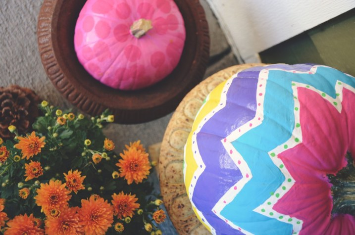 How To Paint A Pumpkin via @jennyonthespot   jennyonthespot.com