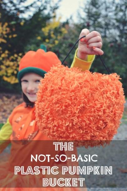 No-Sew, Not-so-Basic Plastic Pumpkin Bucket by @jennyonthespot
