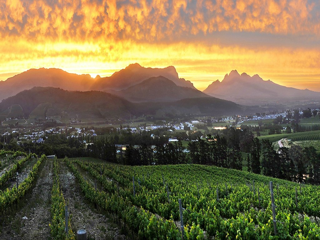 Franschhoek view with sunset Foto Artist Studio_Eddie Wilson.jpg