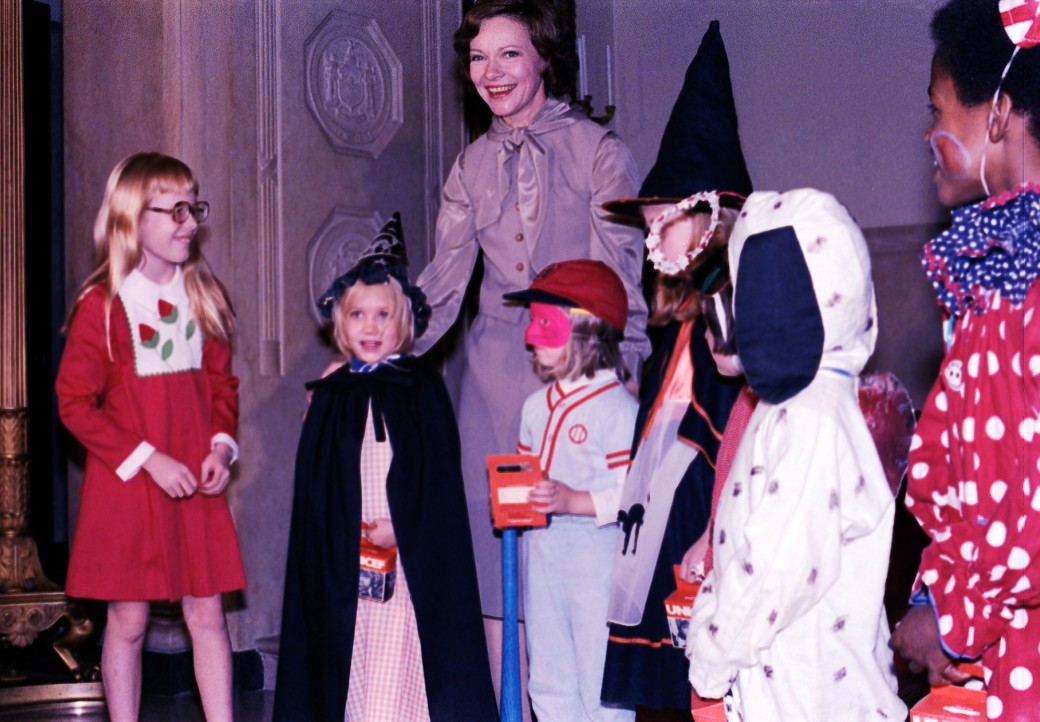 amy-carter-hallowee-trick-or-treaters