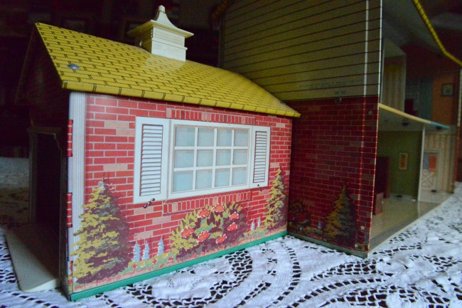 HTF Hard to find Tin Litho House Wolverine garage