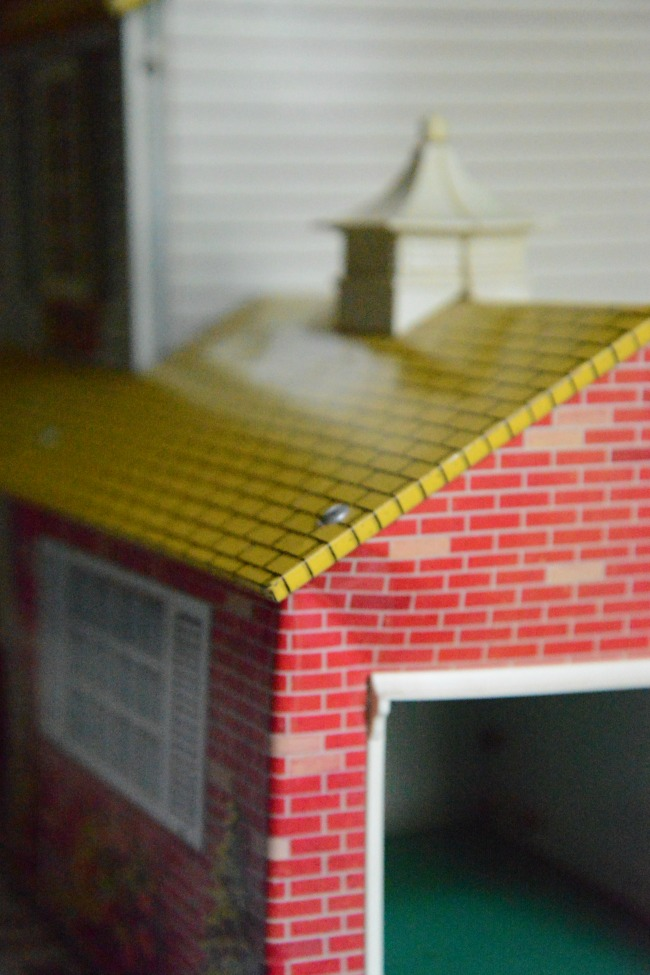 garage-on-marx-tin-dollhouse