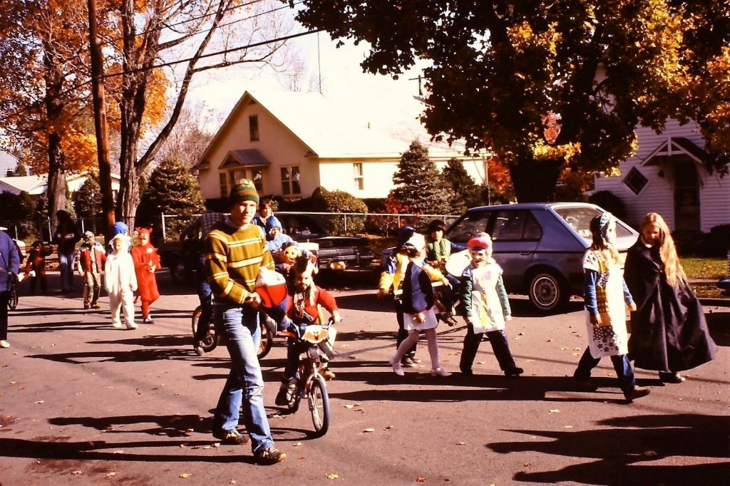 1980 Halloween Parade features children dressed up as Mr. Tee, Elliott and E.T. and more.