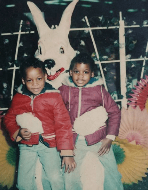 Easter Bunny Holds A Brother and Sister, 1978 | Source: Shared publicly on Facebook by Darlene C.