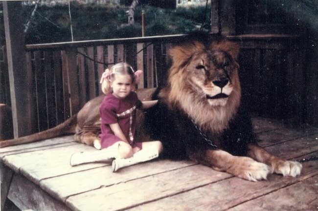 "1974: ""Karla"" sits with Major the Lion"