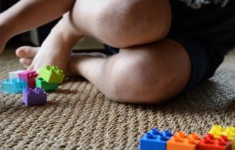 knees legos