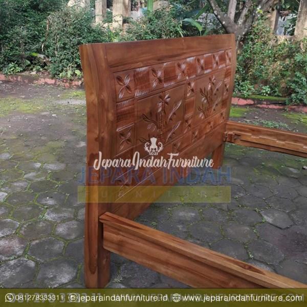 Harga Jual Dipan Jati Klasik Ukir Pohon Bambu Cantik