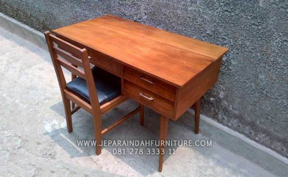 Set meja dan kursi belajar kayu jati untuk anak nyaman