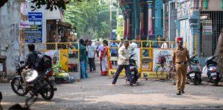 Devant le temple. Pondicherry