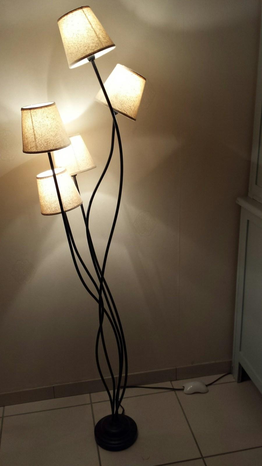 Lampe avec interrupteur connecté
