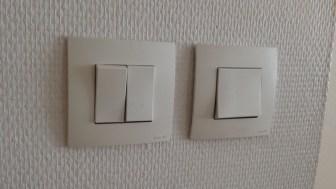 Interrupteurs domotisés. Les modules sont à l'intérieur.