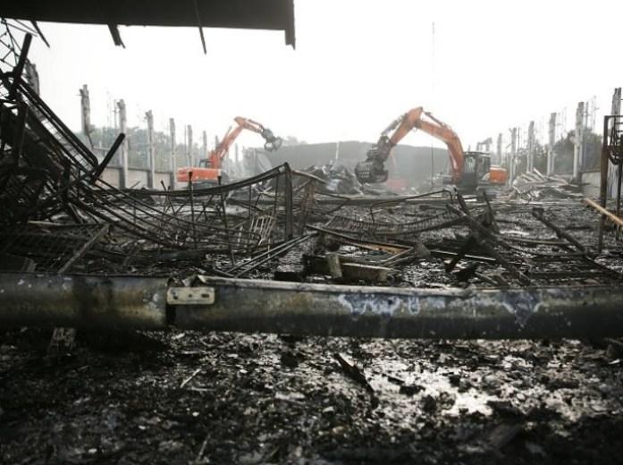 flüchtlinge-brennen-halle-ab