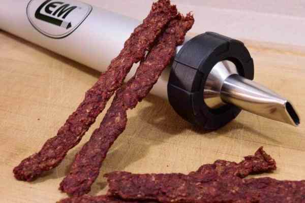 A rich and flavorful ground meat beef jerky that is easy and quick to make! No marinading required. Everyone will love these meaty protein snacks. | Jerkyholic.com