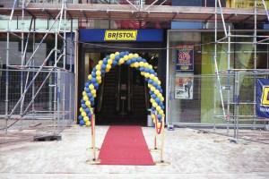 Assen 2011, opening Bristol | Olympus Trip 35 | Kodacolor 200