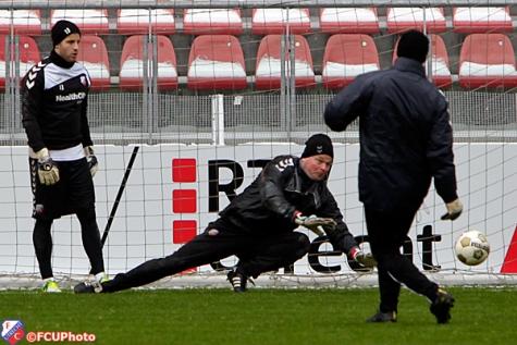 2013-01-18 Jeroen Verhoeven duikt op de training
