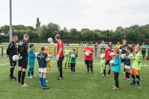 jeroen verhoeven 29-08-2013 Doelmannen FC Utrecht lossen belofte in en geven keepers clinic3
