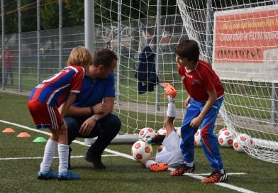 Selectiespelers ASV De Dijk geven Kick off clinic