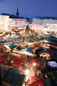 Weihnachtsmarkt in Kassel: Blick über den Königsplatz. Foto: Mario Zgoll
