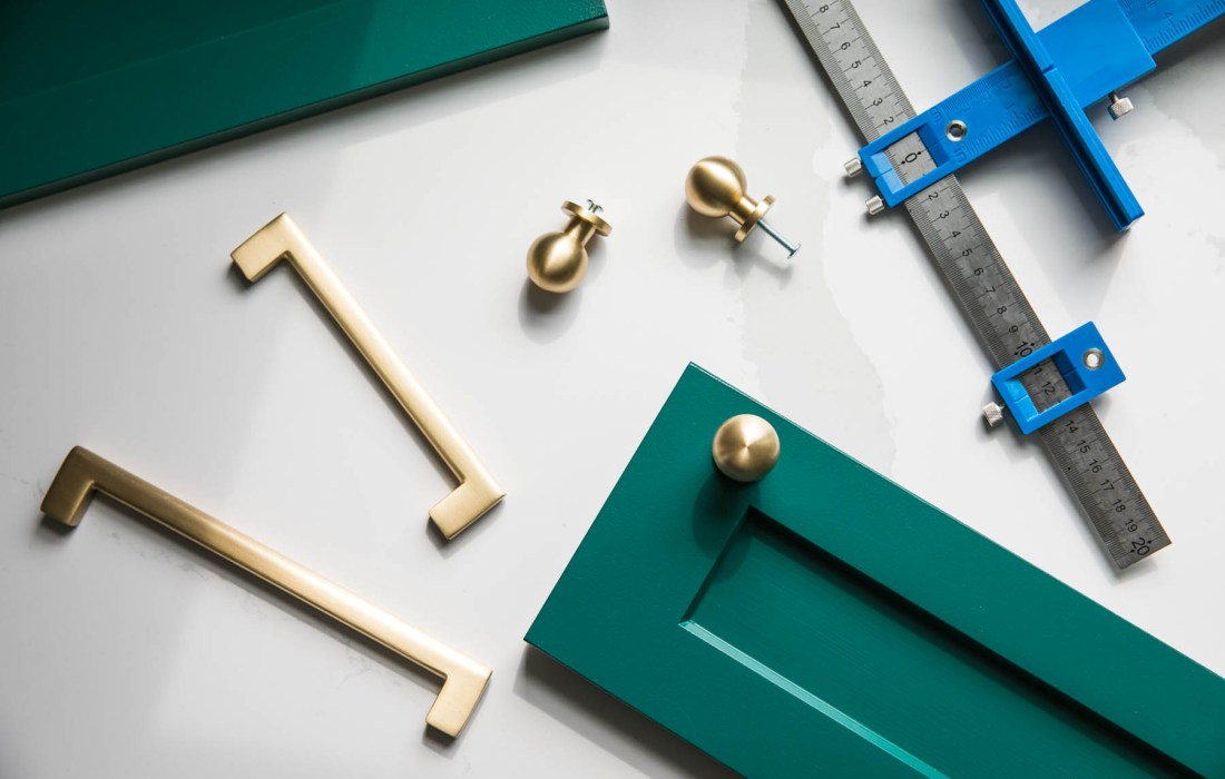 KITCH SITCH* – The ONLY Way to Install Kitchen Cabinet Hardware