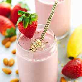 Strawberry Banana Smoothie Recipe - Jessica Gavin