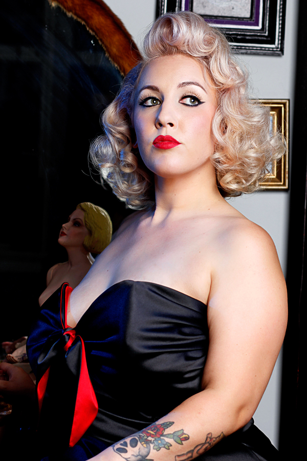 Vintage pinup noir photoshoot by Jessica Louise