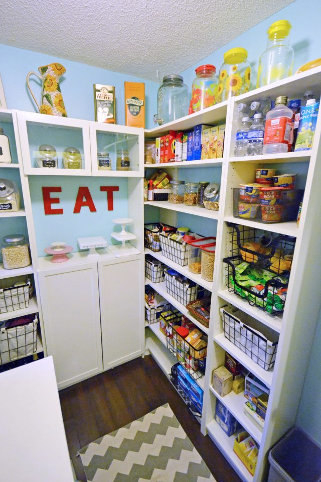 If you're moving and need to clean out your pantry before the movers arrive, here are some simple ways you can use up your leftover pantry food.