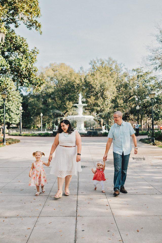 Family photos in Savannah, Georgia, in the spring
