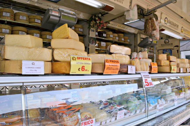 Living in Italy totally captivated my heart. From fruit and flowers, and towers of cheese, you can't go wrong visiting the market in Maniago, Italy.