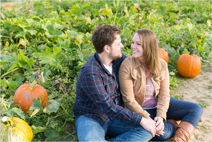 jessica_ryan_photography_pumpkin_patch_engagement_portraits_fall_october_engagements_virginia_beach_chesapeake_0293
