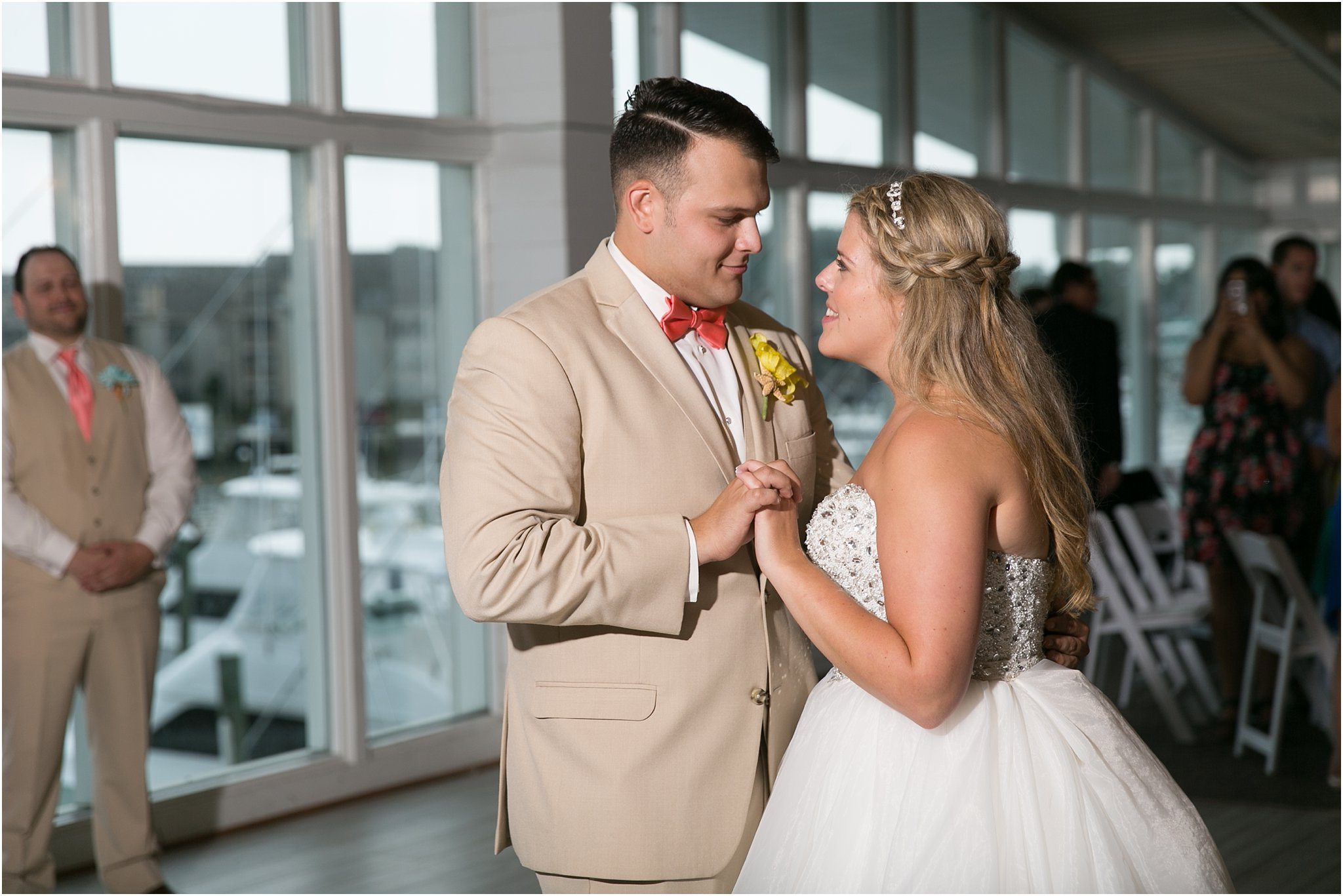 jessica_ryan_photography_virginia_beach_water_tabe_wedding_vera_wang_wedding_dress_0703