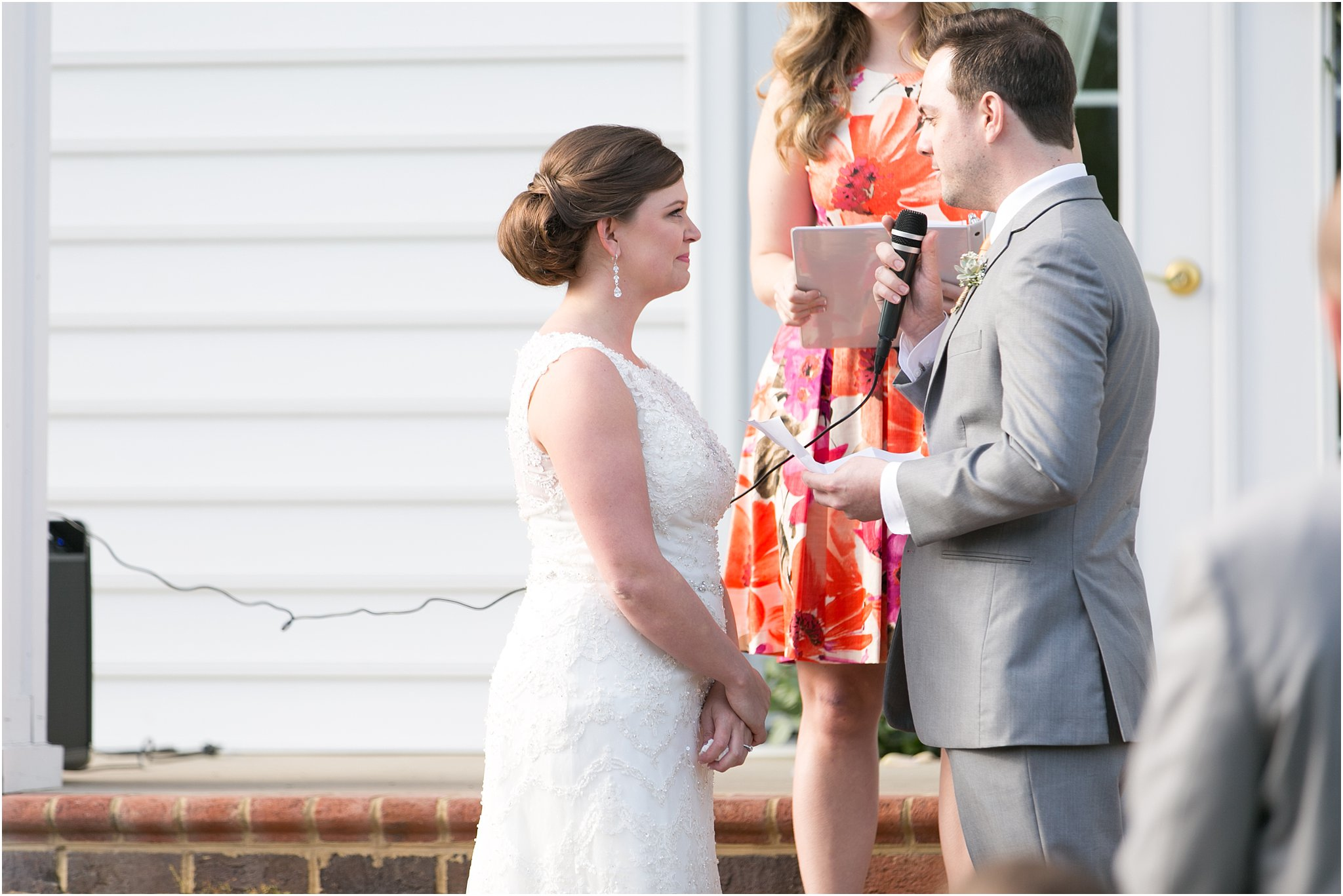 jessica_ryan_photography_holly_ridge_manor_wedding_roost_flowers_jamie_leigh_events_dhalia_edwards_candid_vibrant_wedding_colors_1299