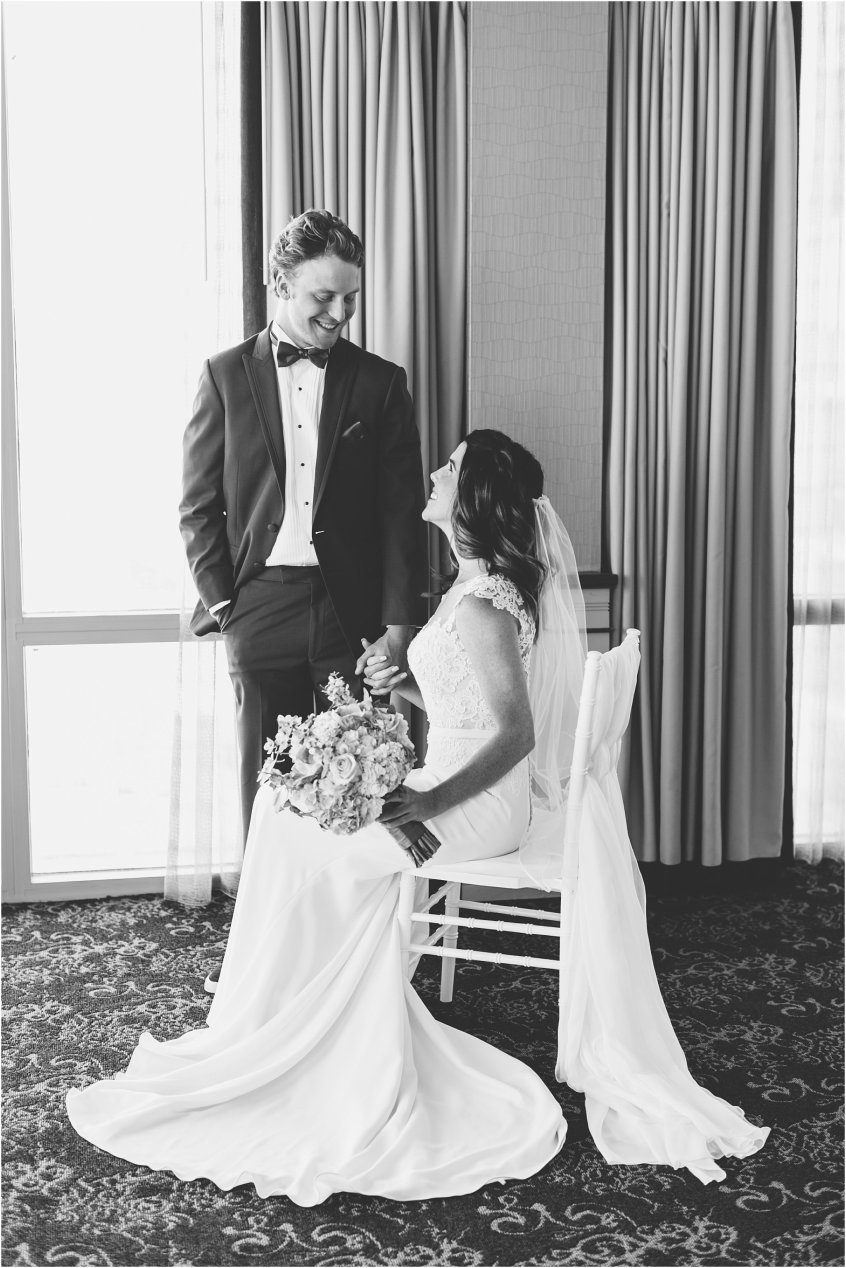 holidayinnsuitesnorthbeach_holidayinnvirginiabeach_virginiabeachoceanfront_jessica_ryan_photography_wedding_photography_virginiabeach_virginia_candid_authentic_wedding_portraits__1783