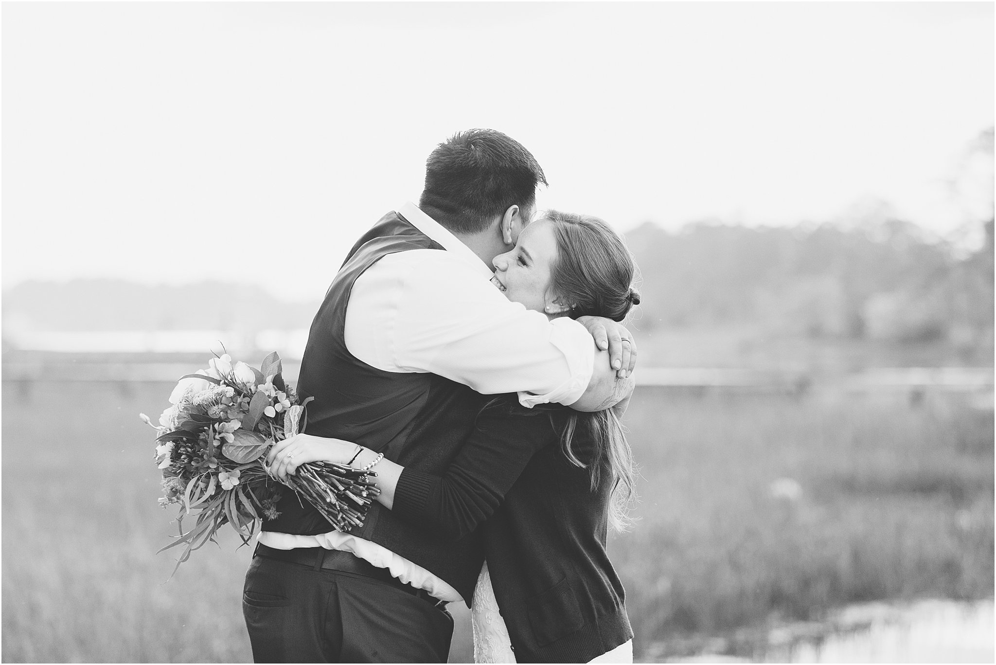 jessica_ryan_photography_virginia_virginiabeachwedding_bayislandvirginiabeach_backyardwedding_waterfrontwedding_intimatewedding_vintagewedding_1615