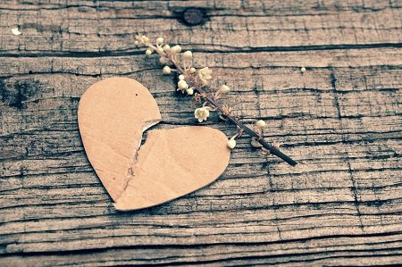 broken heart symbolizing a need for recovery coaching