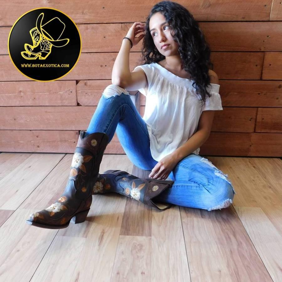 Jessy Ariaz - Photo Gallery Modeling for Bota Exotica Western Wear