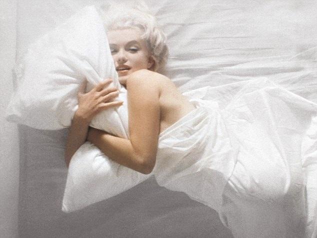 głęboki sen spanie nago