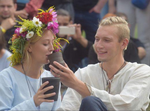 Pokaz słowiańskich zaślubin w Grodzisku Owidz