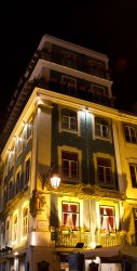 lisbon-building-at-night
