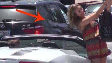 Ten facet wyrywa laski na samochód, nie wypowiadając ani jednego słowa!