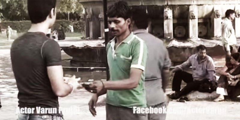 hindus-zwrocil-pieniadze