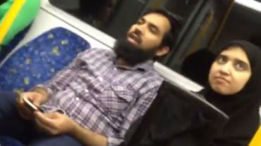 Pewna muzułmańska para padła ofiarą litanii nienawiści. Czy na pewno na nią zasłużyli?