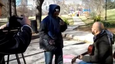 Przyszedł do parku nagrać piosenkę i stało się coś niesamowitego!