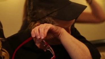 Studentki poznały sekret kelnerki z studenckiego baru i wymyśliły pewien plan...