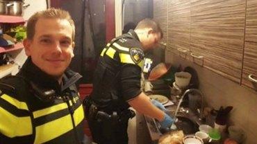 Dwóch policjantów znalazło w domu piątkę małych dzieci. Dobrze wiedzieli, co trzeba z nimi zrobić!