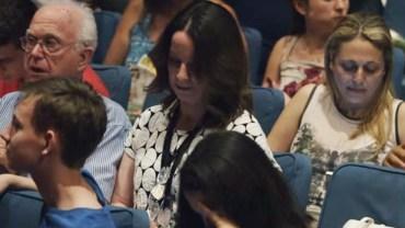 Wściekała się na męża, który nie dotarł na występ córki. Chwilę później zobaczyła na scenie coś fantastycznego!