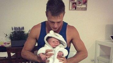Historia 23-letniego Tommy'ego jest niebywała. Chłopak został ojcem, a po kilku tygodniach dziadkiem!
