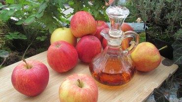 Ocet jabłkowy to płyn o wielu zastosowaniach: czyści, neutralizuje, wzmacnia i leczy. Poznajcie aż 15 sposobów jego użycia