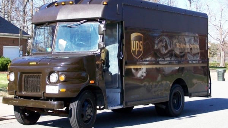 A UPS delivery man sees another driver throw something out of his car. When he pulled up closer, he couldn't believe his eyes! 2